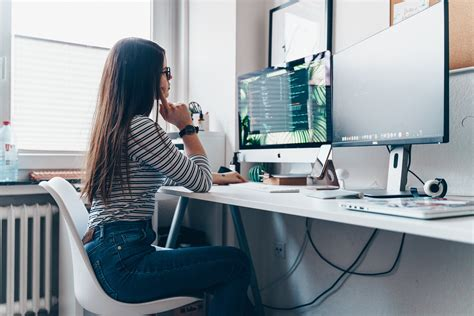 digitalhub   American office workers think they're more
