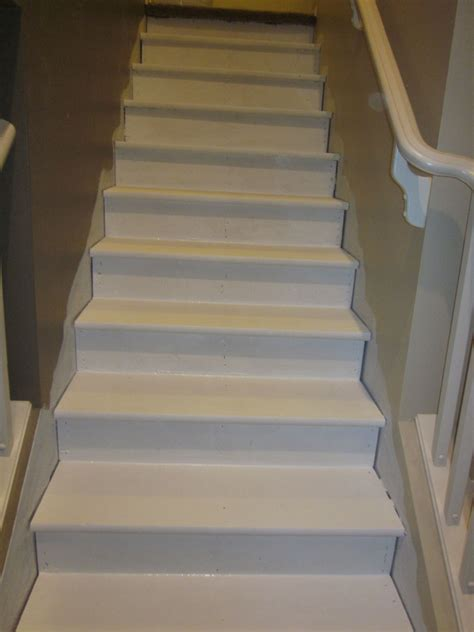 Hometalk | Removing Carpet from Stairs and Painting Them